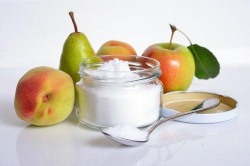 Zucchero bianco e frutta.