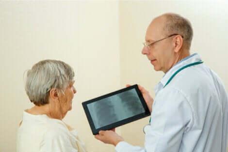 La prospettiva di genere e donna anziana dal medico.
