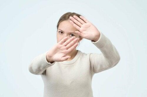 Afefobia: come superare la fobia di essere toccati?