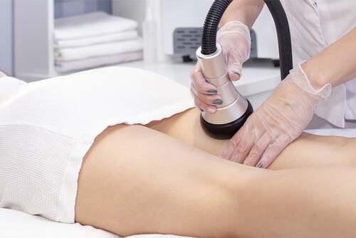 Donna che riceve un trattamento in una spa.