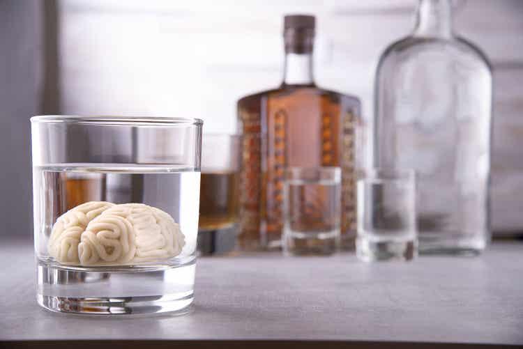 Alcol e farmaci possono causare la bradipnea.