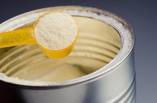 Formule per i lattanti: troppo zucchero secondo la ricerca