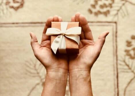 Fare un regalo.