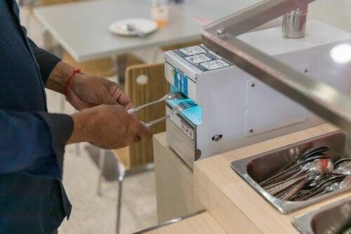 Sterilizzare gli utensili da cucina e prevenire tossinfezioni