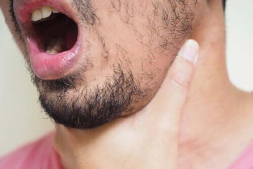 Lisca incastrata in gola: cosa fare?
