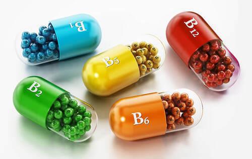 Integratori di vitamine del gruppo B per capelli.