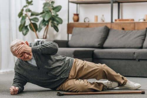 Cadute nelle persone anziane: come prevenirle