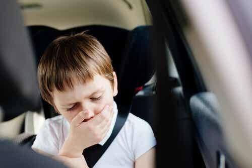 Sindrome del vomito ciclico: bambino con la nausea.