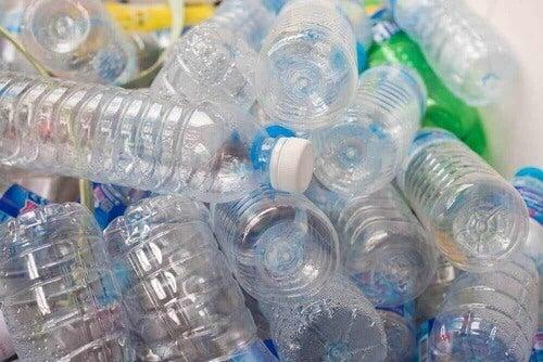 Bottiglie di plastica.