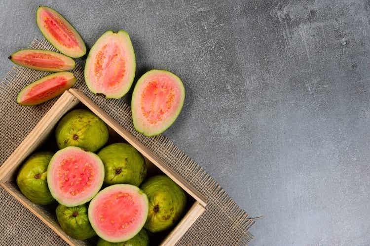 La guava è tra la frutta a basso contenuto di carboidrati.