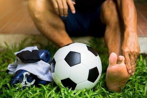 Infortunio al piede del calciatore.