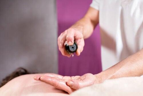 Calmare il dolore neuropatico con gli oli essenziali