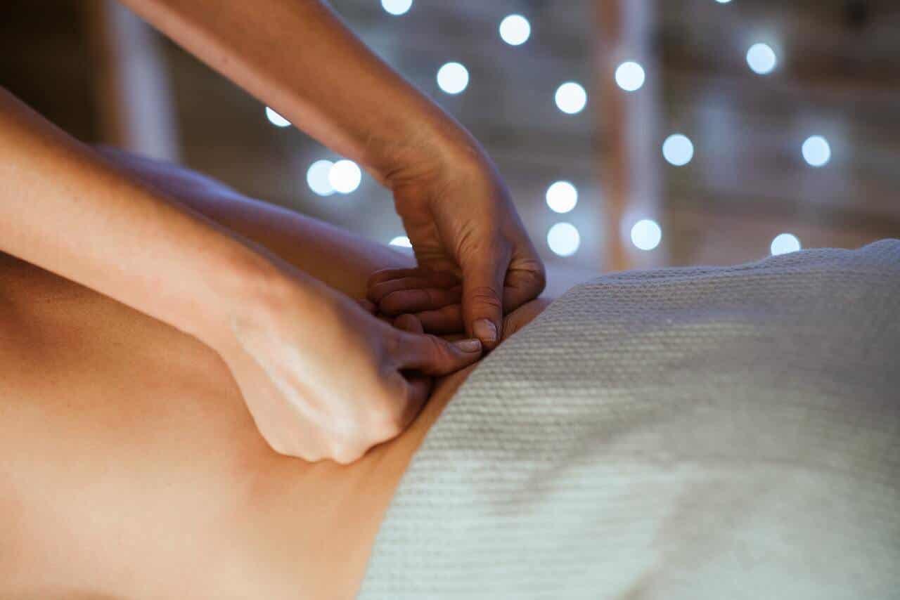 L'olio di copaiba può essere usato come olio da massaggio per alleviare la tensione muscolare.
