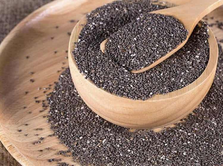 Ciotola piena di semi di chia.