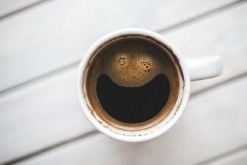 Come agisce la caffeina sul cervello umano?