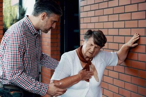 Donna anziana con iperplasia surrenalica congenita.