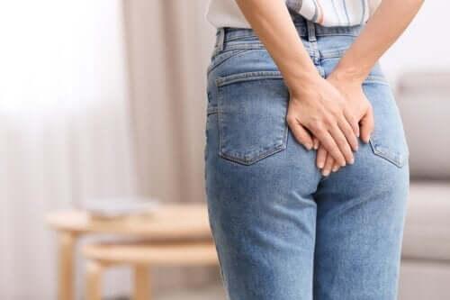 Legatura elastica delle emorroidi: in cosa consiste?