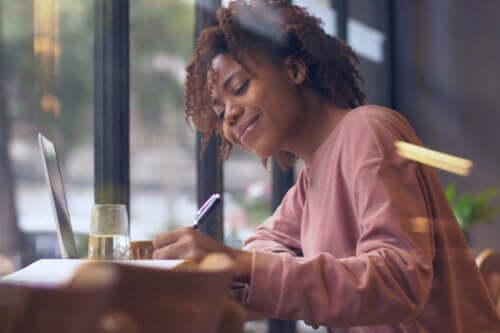 Lettering: cos'è e quali benefici offre?