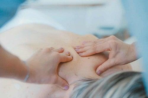 Massaggio rilassante alla schiena.