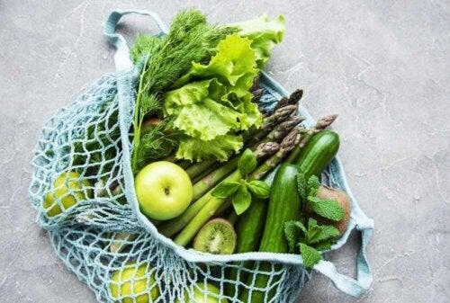 Borsa contenente frutta e verdura.