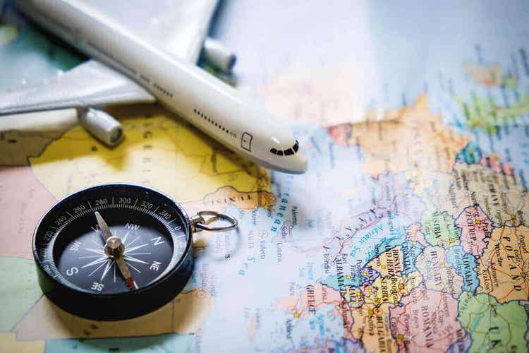 Pianificare un viaggio per viaggiare sicuri allo estero.