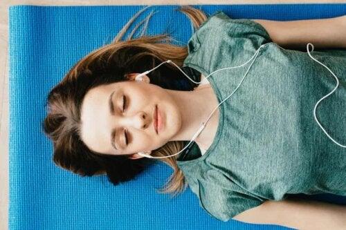 Ascoltare musica.