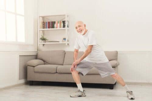 Esercizi per gli over 70 da fare a casa