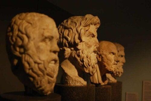 Stature di filosofi greci.