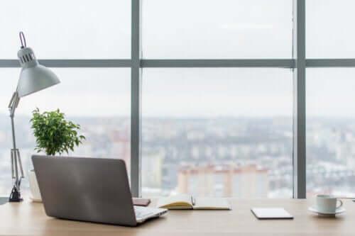 Postazione di lavoro più luminosa: come ottenerla