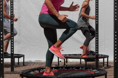 Lezione di jumping fitness.