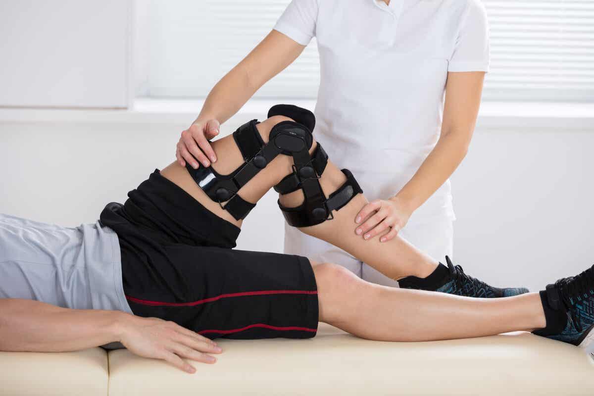 Conseguenze fisiche e mentali di un infortunio al ginocchio.