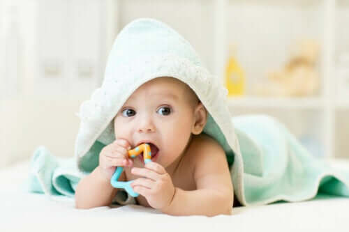 Calmare il fastidio gengivale del neonato