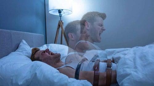 Uomo che soffre di allucinazioni nel sonno.