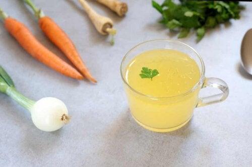Succo di verdure nella dieta di liquidi chiari.