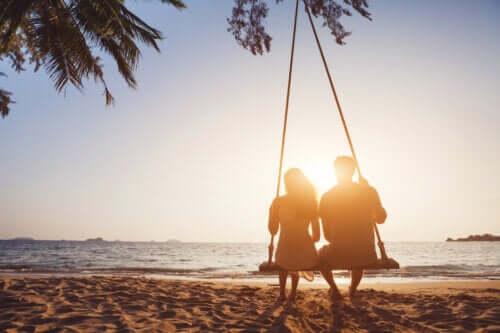 Lunghi fidanzamenti: vantaggi e svantaggi