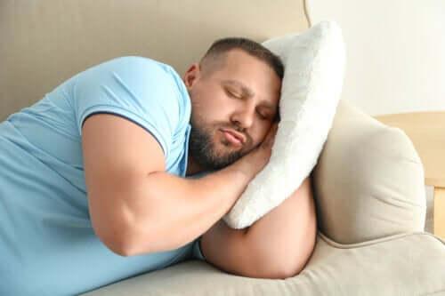 Stare svegli fino a tardi aumenta il rischio di obesità