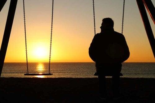 Uomo al tramonto.