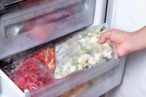 Congelare gli alimenti per neonati: verdure congelate.