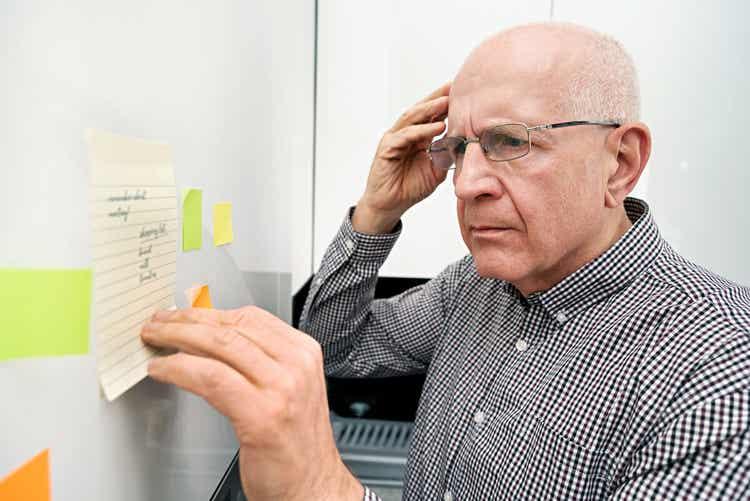 Anziano con problemi di memoria.