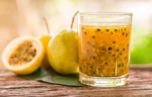 Granita al frutto della passione: succo di maracuja.