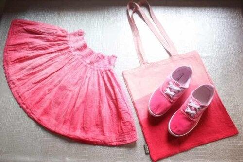 Tintura di abiti e accessori.