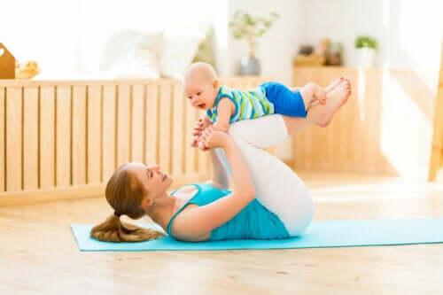 Yoga dopo il parto: da dove iniziare?