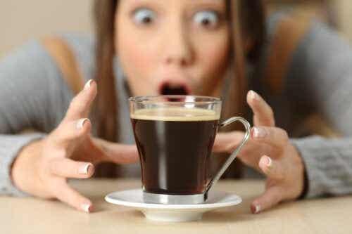 Troppa caffeina: come reagisce il nostro corpo?