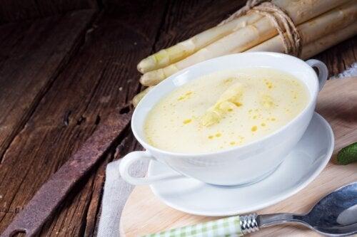 Crema calda di asparagi con le vongole