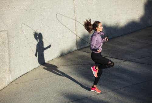 Saltare con la corda può danneggiare le ginocchia?