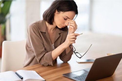 Telelavoro: le regole per prevenire i disturbi della vista